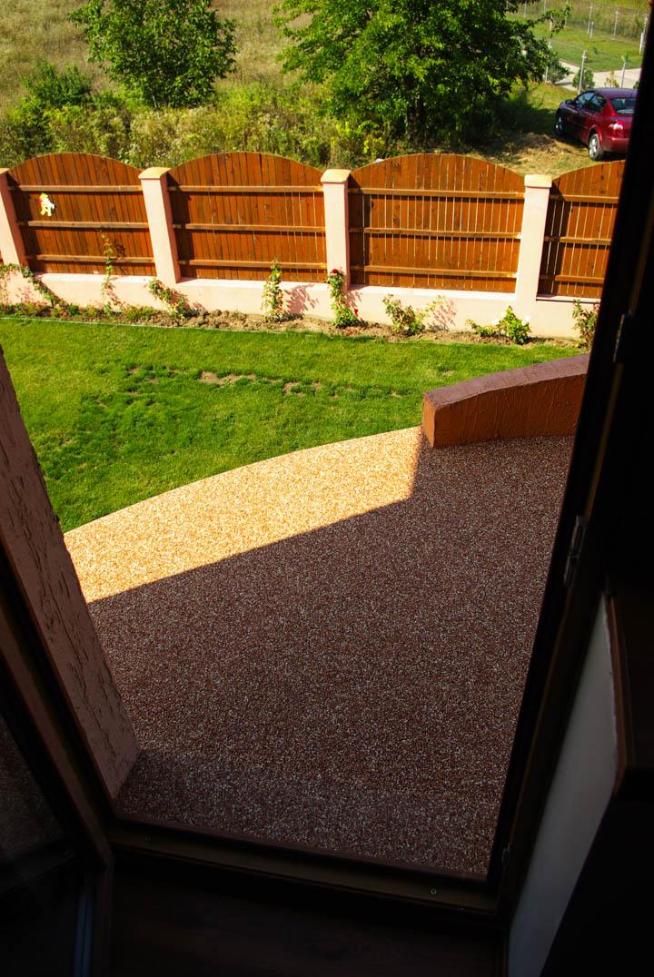 viarustik-stone-carpet-balcony