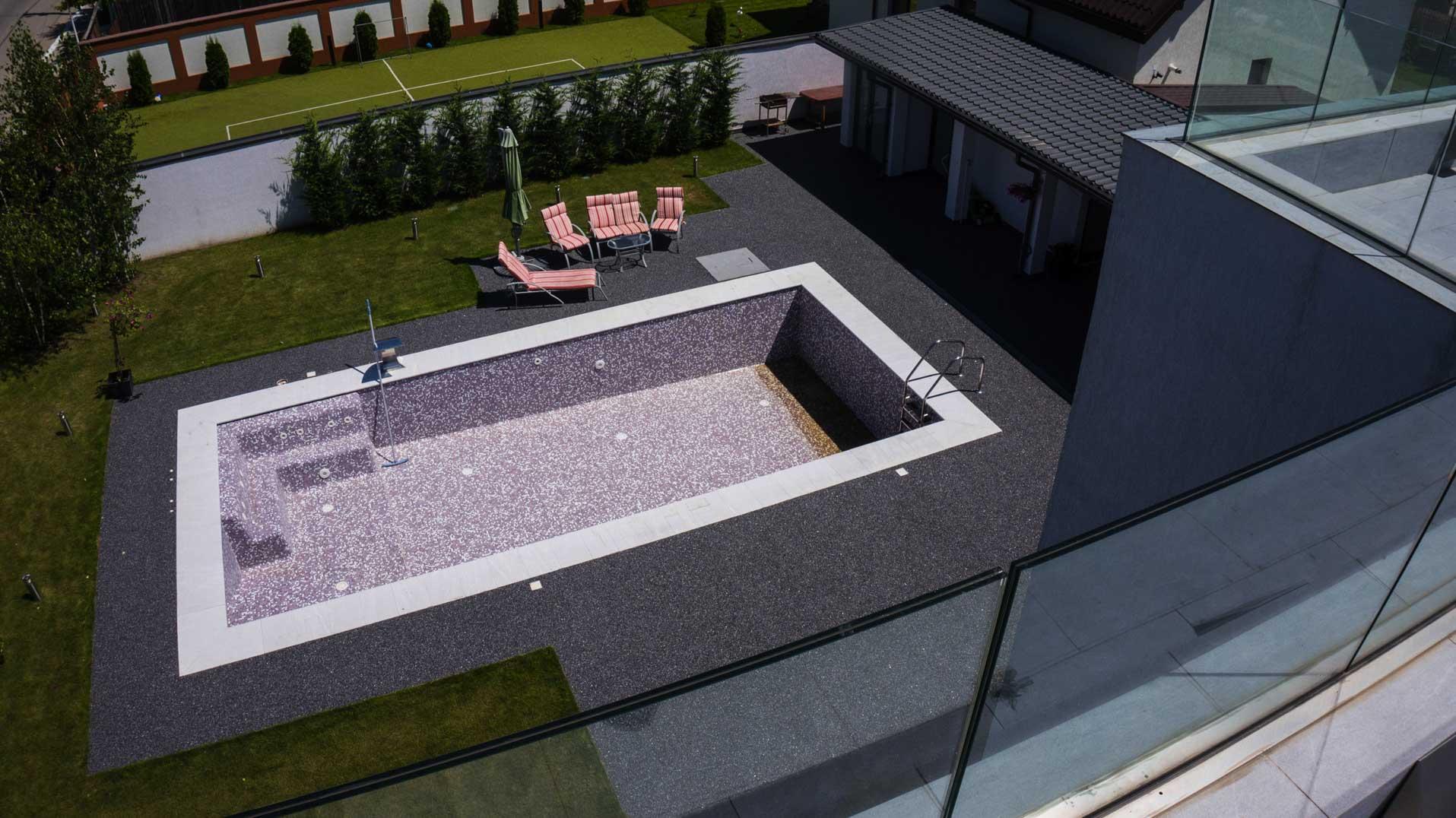 viarustik-stone-carpet-pool