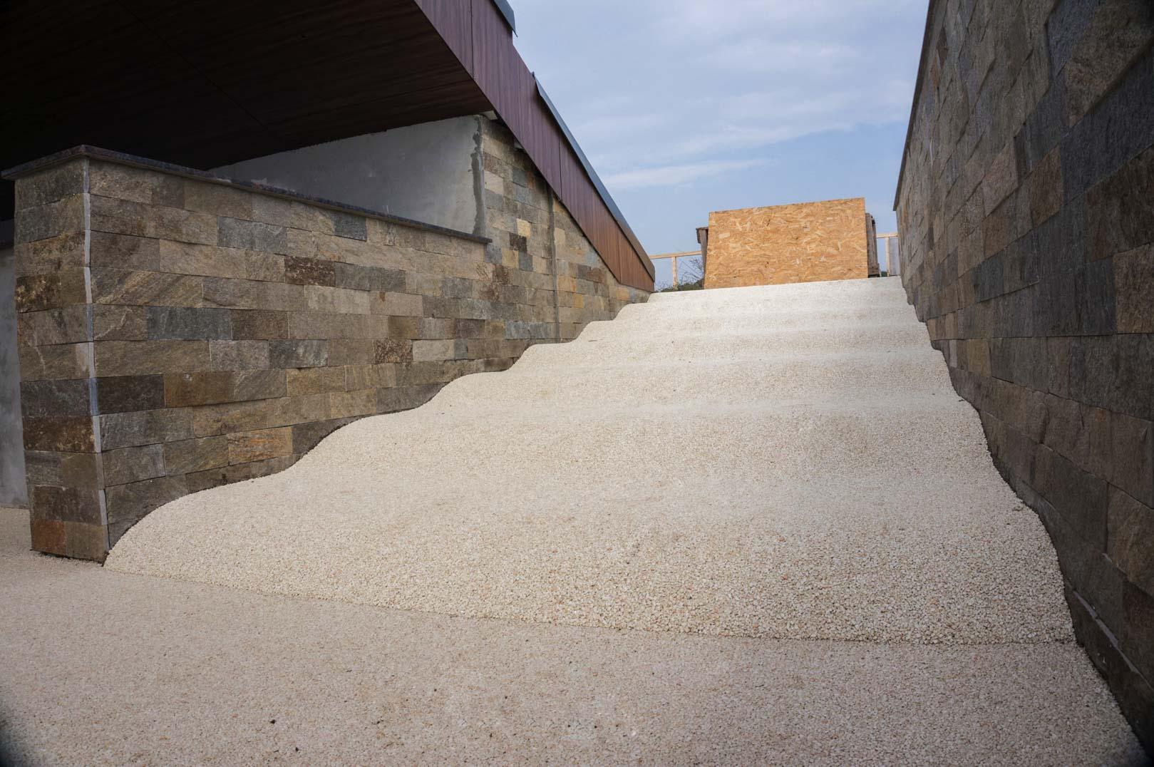 viarustik-stone-carpet-stairs